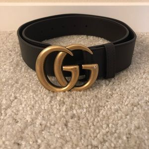 Gucci Leather Belt w Double G buckle